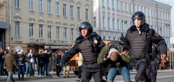 Russie : des centaines de manifestants anticorruption interpellés - rtl.fr