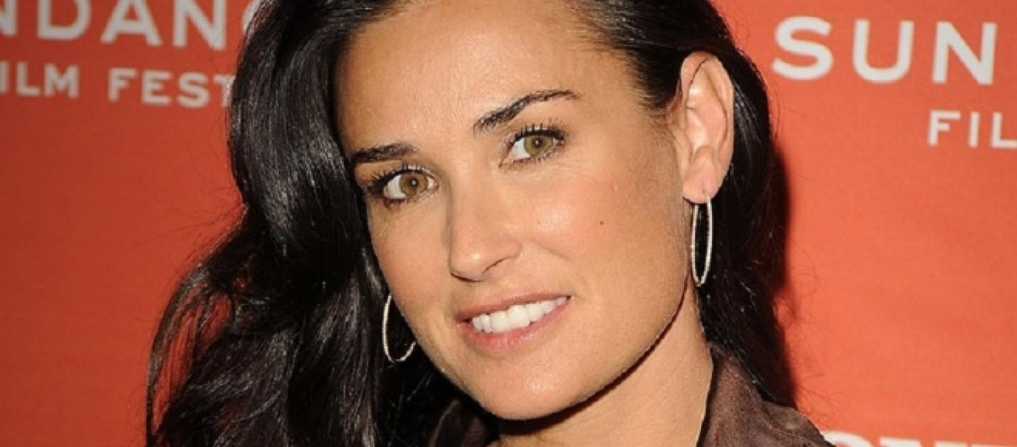 Demi Moore Reveals She Lost Her Two Front Teeth Due to Stress Demi Moore Reveals She Lost Her Two Front Teeth Due to Stress new pictures