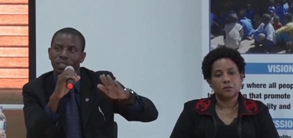 Kondowe (L), emphasizing a point