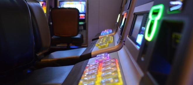 Italiani pazzi per slot machine e lotterie: nel 2016 spesi 96 miliardi di euro