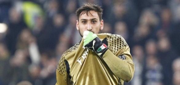 Donnarumma lascerà il Milan senza ripensamenti tifosi contro giocatore e Raiola