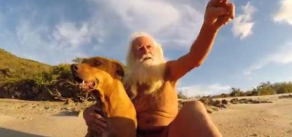 David Glasheen trăiește din 1993 pe o insulă pustie după ce și-a pierdut toată averea - Foto: DESERT ISLANDS EXPERIENCES