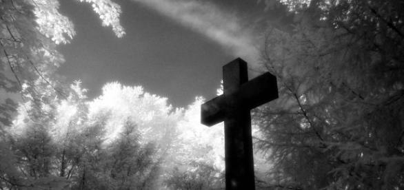 Kreuz auf Friedhof IR Foto & Bild   architektur, friedhöfe, engel ... - fotocommunity.de