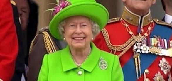 Queen Elizabeth always wear bright colors for a special reason - YouTube screenshot/Associated Press