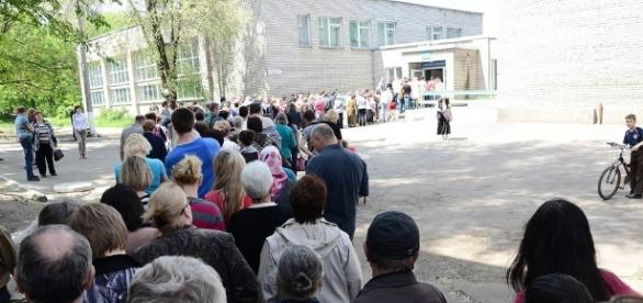"""Voting during the May 11, 2014 referendum held in the """"so-called"""" Donetsk People's Republic / Andrew Butko, Wikimedia Commons CC BY-SA 3.0"""