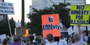 Anti-illegal immigrant protest in Vinnings, Georgia 2007 | Image by Mike Schinkel via Flickr:https://flic.kr/p/XpmPV | CC BY 2.0