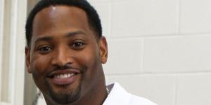 Image via: https://zh.wikipedia.org/wiki/File:Robert_Horry_2012.jpg