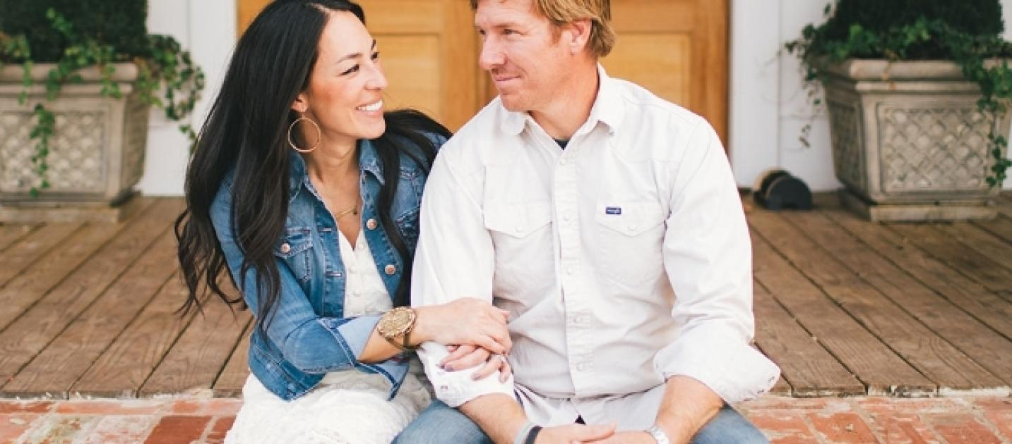 Fixer upper chip and joanna gaines add a restaurant to for Chip and joanna gaines houses for sale