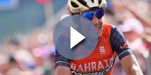 Vincenzo Nibali in sella alla sua bicicletta.