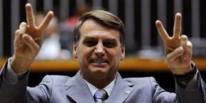 Bolsonaro aparece bem entre o público feminino