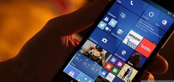 Aumenta la condivisione delle news tramite chat su smartphone