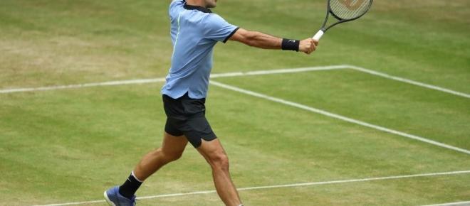 Tennis, Roger Federer demolisce il giovane Zverev in poco meno di un'ora