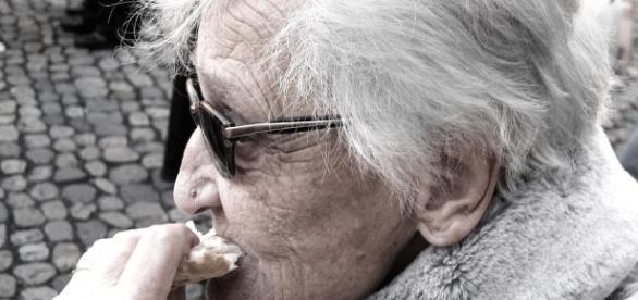 Dementia woman - Creative Commons Zero - CC0. max pixel
