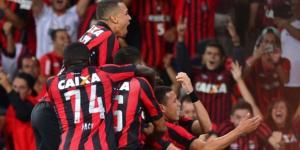 Luis foi uma das esperanças de gol do Atlético-PR, mas agora já é carta fora do baralho. ( Foto: Reprodução)