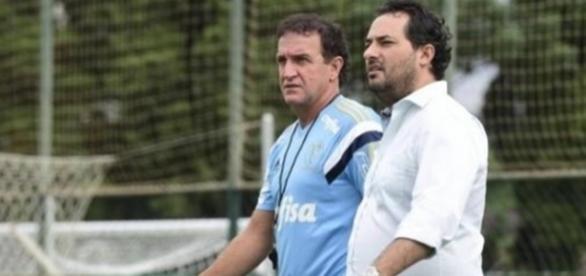 Técnico do clube junto com o diretor de futebol.