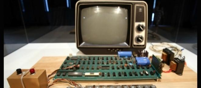A working original Apple-1 computer has been sold for over £270,000