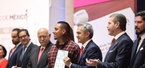 Durante la entrega de la Certificación TOEIC a Dreamers.