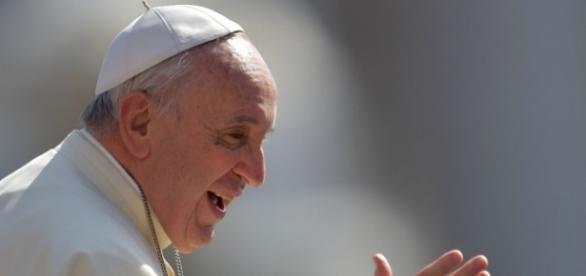 Papa Francesco sospende il monsignore dei festini.
