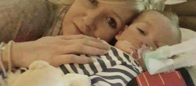Londra, Il piccolo Charlie Gard non potrà più ricevere cure