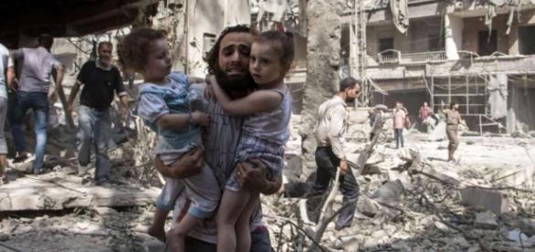 Víctimas civiles de un bombardeo ruso en Alepo, ocurrido en septiembre de 2015