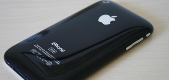 The original iPhone | credits wikimedia commons.