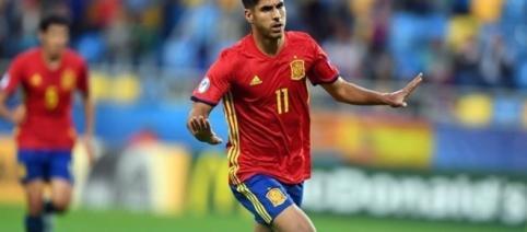 Asensio celebrando uno de sus goles ante Macedonia
