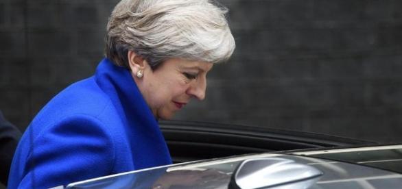 May perde la maggioranza, per il nuovo governo spunta l'alleanza ... - lastampa.it