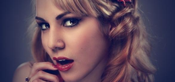Confira algumas atitudes que as mulheres fazem em segredo (Foto: Reprodução)