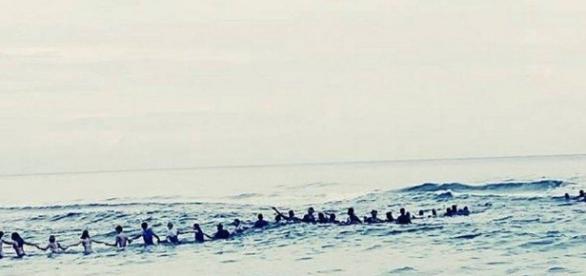80 pessoas se uniram para salvar 9 vítimas de afogamento. (Foto internet)