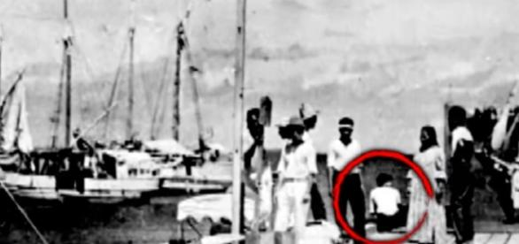 Expert Believes New Amelia Earhart Photo Is Not Her (Image credit Inside Edition   YouTube)