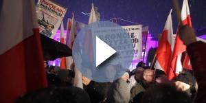 Czy obrońcy krzyża zaatakują obrońców Sądu Najwyższego? (źródło: wyborcza.pl)