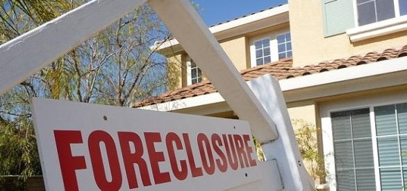 Foreclosure sign credits:wikipedia https://commons.wikimedia.org/wiki/File:Sign_of_the_Times-Foreclosure.jpg