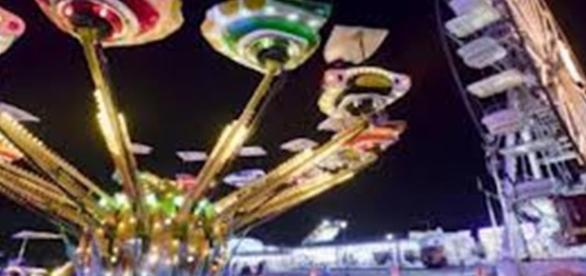 Al Luna Park di San Benedetto del Tronto una giovane mamma è morta dopo essere precipitata da una giostra a 20 metri d'altezza.