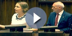 Kinga Gajewska oraz Antoni Macierewicz (źródło: sejm.gov.pl).