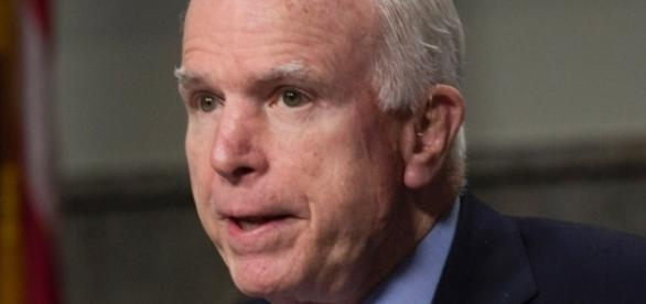 McCain bill would let all veterans seek care outside VA [Image source: Pixabay.com]