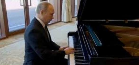 Russian president Vladimir Putin FAIR USE eblnews.com.png Creative Commons