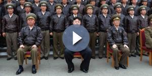 Il dittatore nordcoreano Kim Jong-un insieme ai capi di Stato maggiore dell'esercito