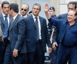 Silvio Berlusconi circondato dagli uomini della scorta (immagini di repertorio)