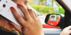 Cellulare in auto: il pugno duro in arrivo per gli automobilisti