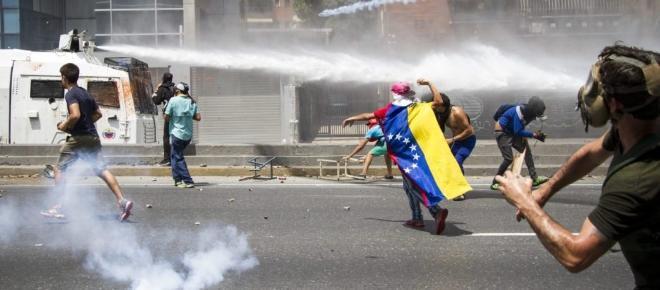 Venezuela en la 'hora cero' : arrecia la protesta contra Maduro