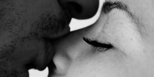 Beijos, abraços e carinhos são essenciais para que um relacionamento seja mais feliz