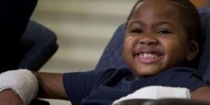 Zion Harvey, il bambino di 8 anni che grazie al trapianto oggi può svolgere a pieno il suo sport preferito