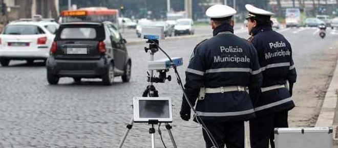 Autovelox: niente più agenti di polizia nascosti a fare multe