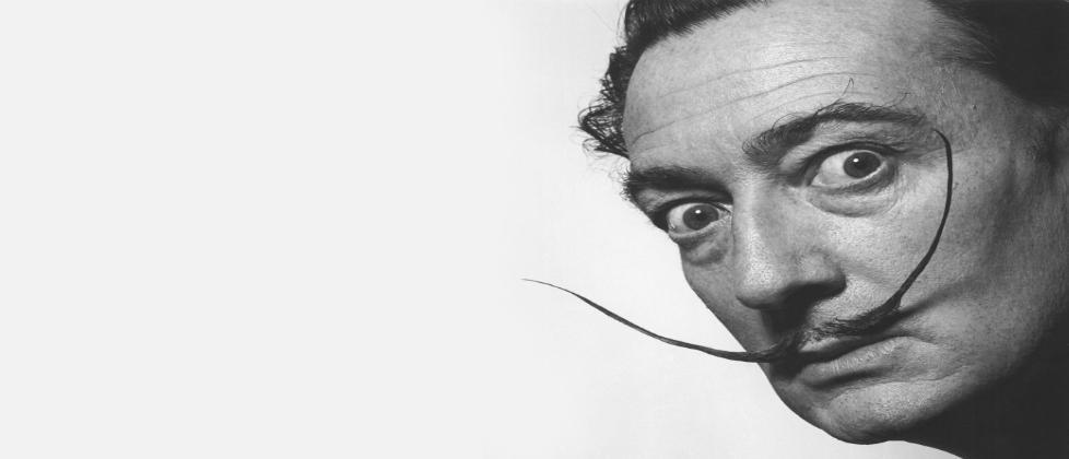 El bigote de Dalí sigue intacto
