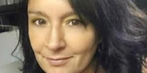 Joelle Barozzini, 46, presa acusada de estuprar o próprio filho