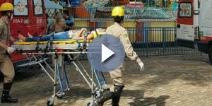 Mulher é socorrida após acidente com brinquedo em Goiânia. (Foto: Reprodução)