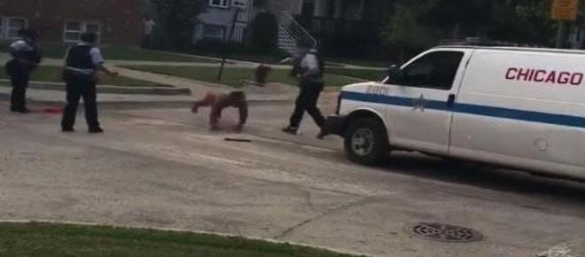 Homem nu corta o próprio pênis e assusta moradores de Chicago