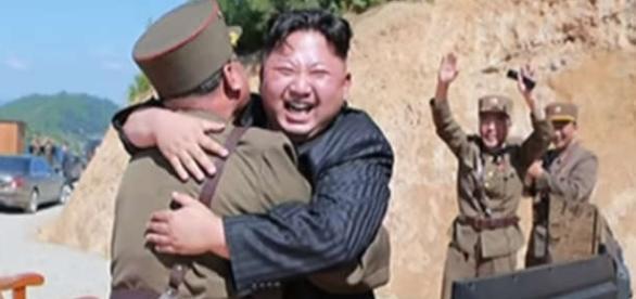 Kim Jong-un se bucură după lansarea cu succes a rachetei balistice intercontinentale - Foto: captură YouTube