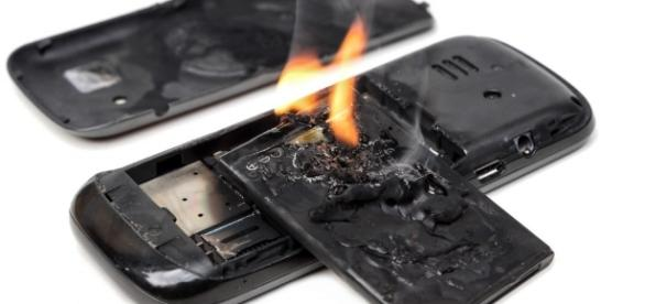 Stanford invention stops a cell phone battery from exploding | PBS ... - pbs.org