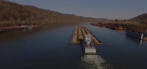 Ohio River Towboats (DJI Phantom 3 Drone) Image credit Zephyr Video Productions | Youtube